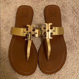 Tory Burch leather flip flops with logo 9